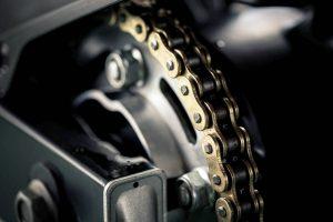 La cadena de tu moto: no descuides ese componente vital